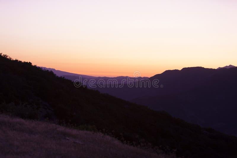 Letni zachód słońca nad górami czarnoksiężników obraz royalty free