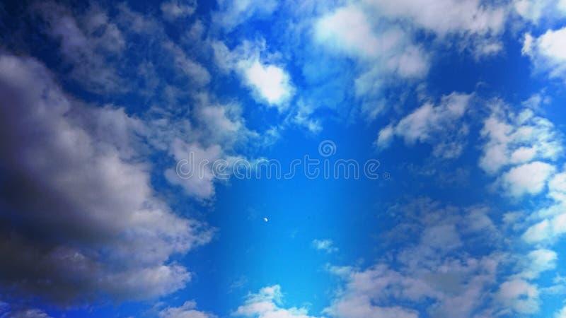 Letnie Niebieskie Chmury I Odcienie obrazy royalty free