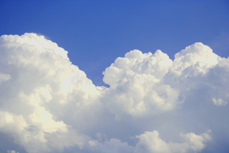 Download Letnie niebo obraz stock. Obraz złożonej z głąbik, atmosfera - 139703