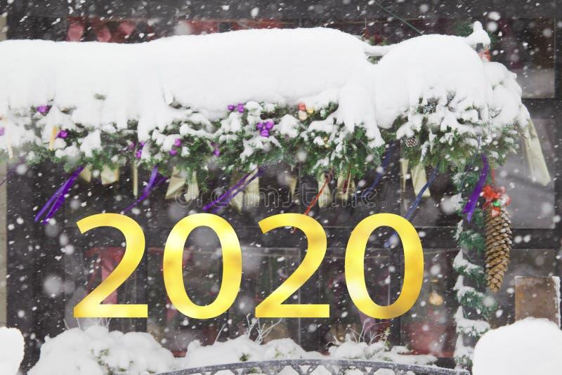 2020-letnie numery na temat opadających śniegów w tle świątecznym zdjęcia royalty free