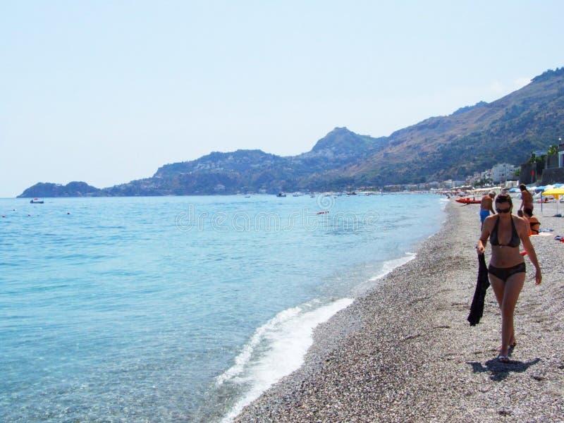 Letojanni-Messina-Sicilia-Italien - idérika allmänningar vid gnuckx royaltyfri fotografi