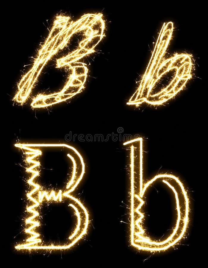 Letra B Alfabeto hecho por la bengala Aislado en un fondo negro imagen de archivo