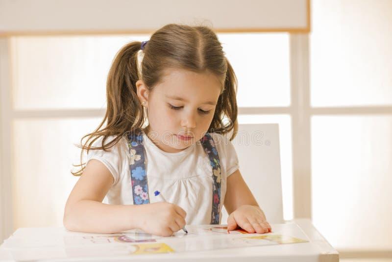 Letra A da escrita da criança pequena imagens de stock royalty free