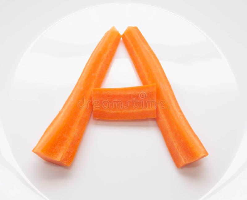 Letra A das tiras de cenouras frescas naturais, vitamina A imagens de stock