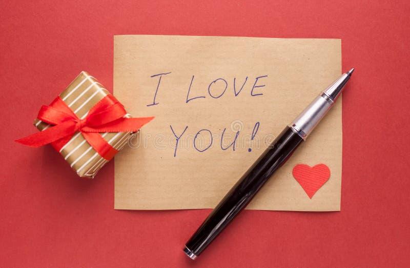 Letra de la caja y de la confesión de regalo fotografía de archivo libre de regalías