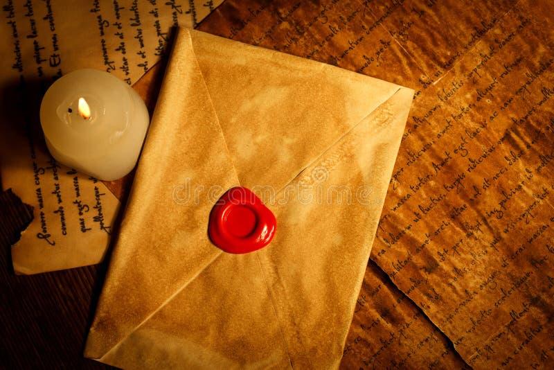 Letra do vintage fechado com selo da cera fotos de stock