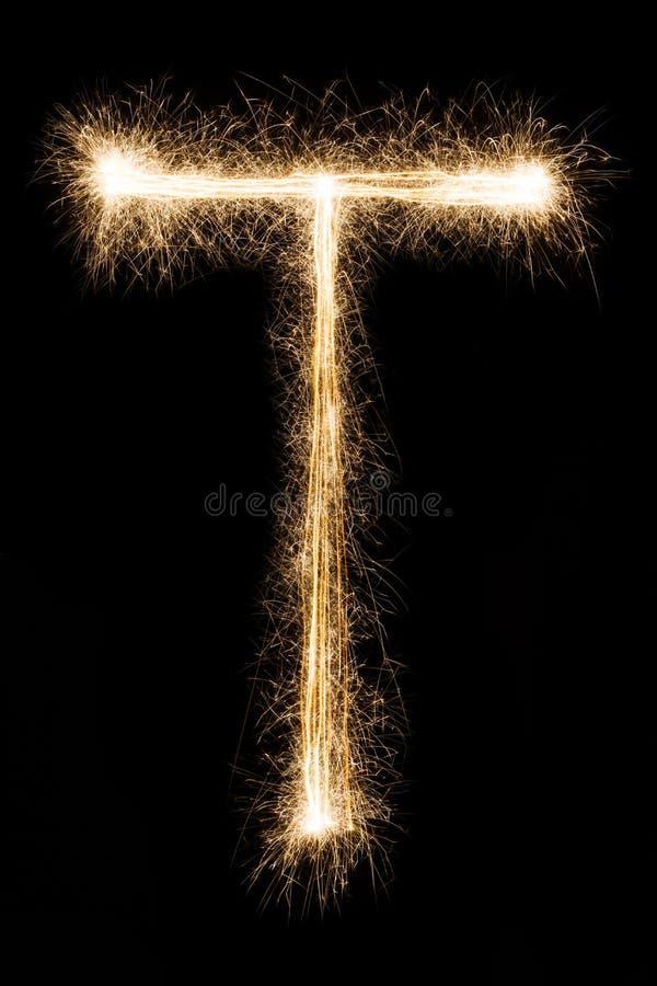 Letra inglesa T do alfabeto dos chuveirinhos no fundo preto imagens de stock royalty free