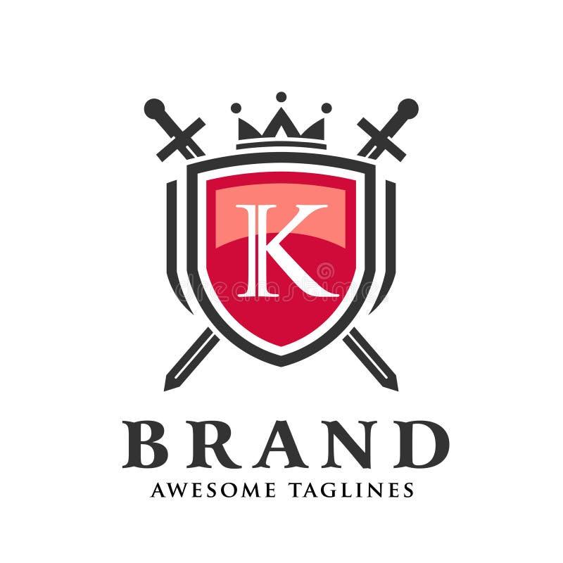 Letra k con dos espadas cruzadas, escudo con el logotipo de la corona stock de ilustración