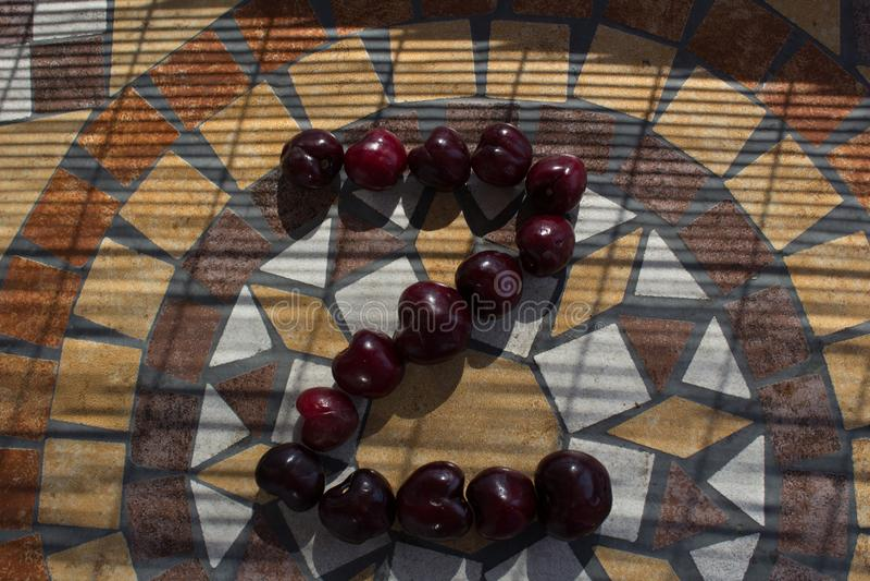 Letra Z hecho con los cherrys para formar una letra del alfabeto con las frutas fotos de archivo libres de regalías