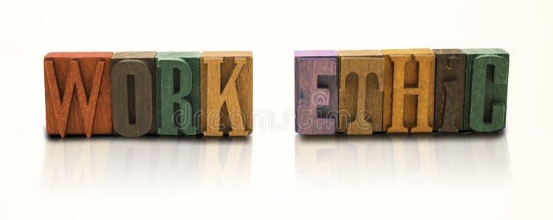 Letras de bloco da palavra das éticas de trabalho no fundo branco isolado foto de stock royalty free