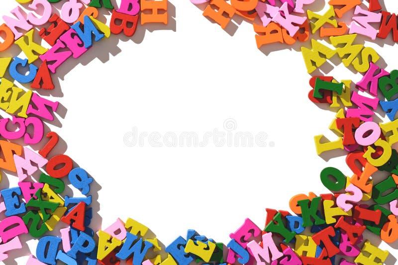 Letras de madeira coloridas apresentadas ao redor em uma tabela branca a disposição do isolado imagem de stock royalty free