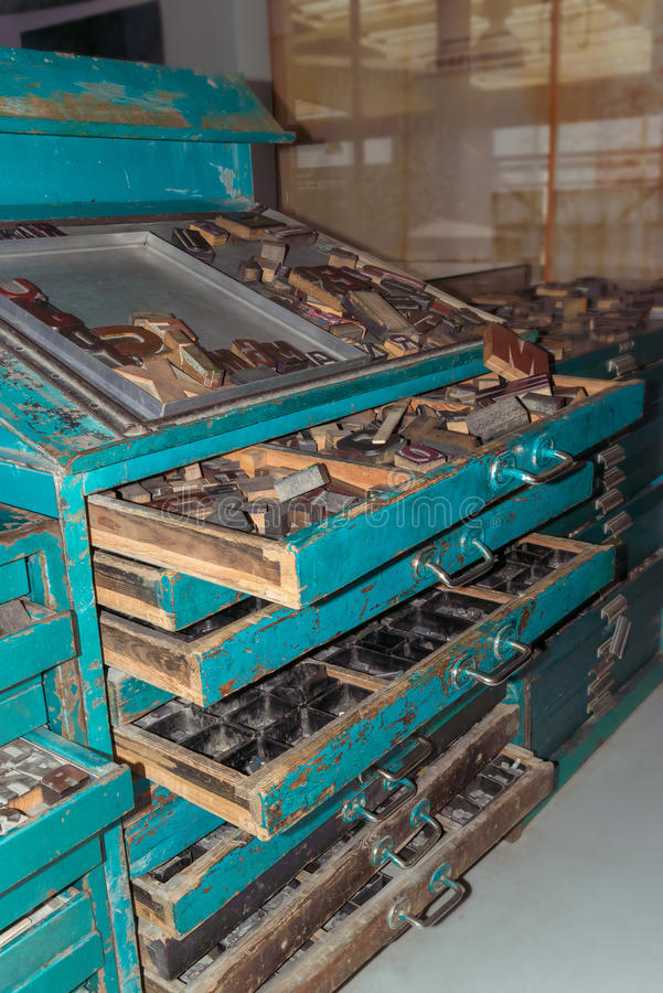 Letras de madeira, máquina impressora do vintage foto de stock