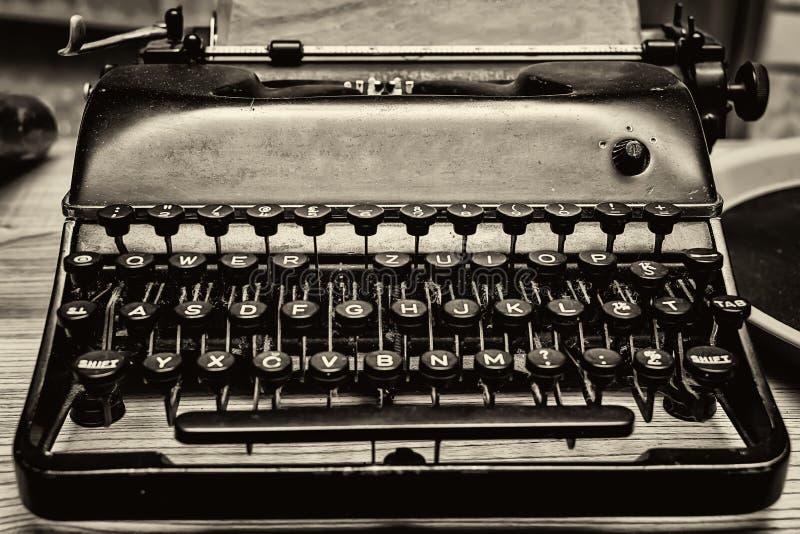 Letras de uma máquina de escrever velha fotografia de stock