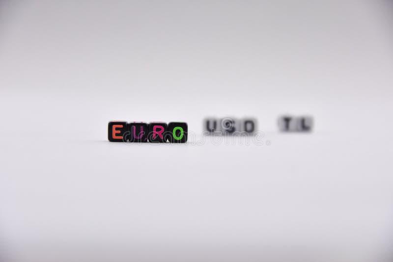 Letras del cubo, euro - fondo que pone letras, colorido y variado, blanco de las liras turcas de los dólares fotografía de archivo libre de regalías