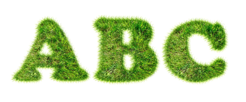 Letras do alfabeto latino feitas da grama imagens de stock