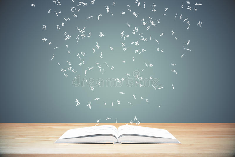 Letras do voo do livro aberto na tabela de madeira ilustração royalty free