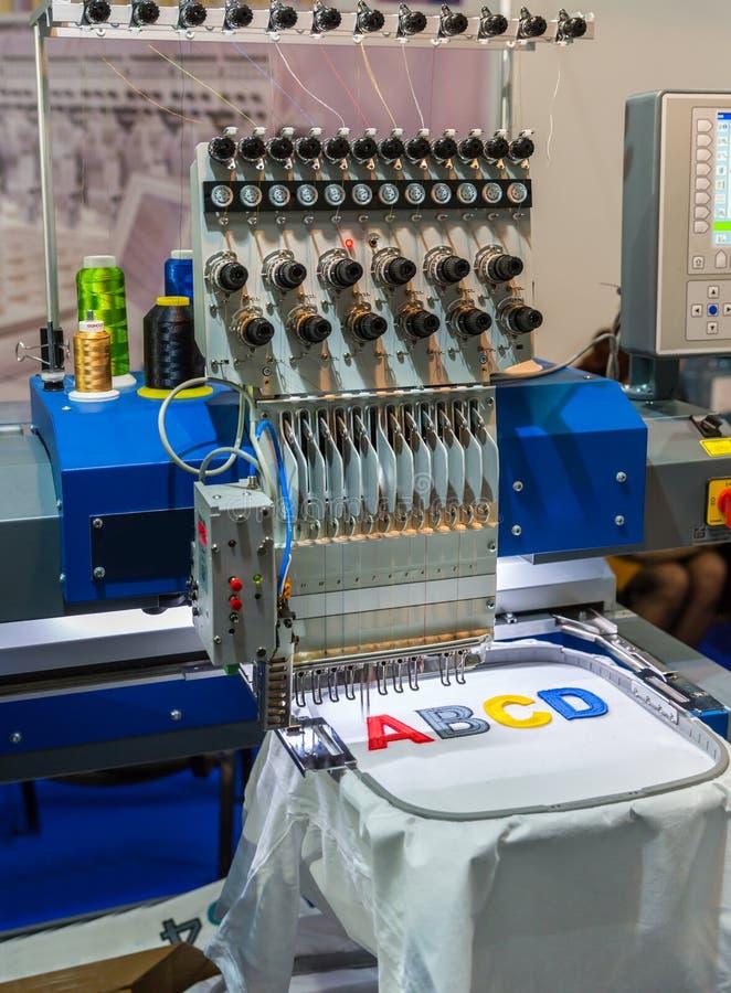 Letras profesionales del bordado de la máquina de coser imagenes de archivo