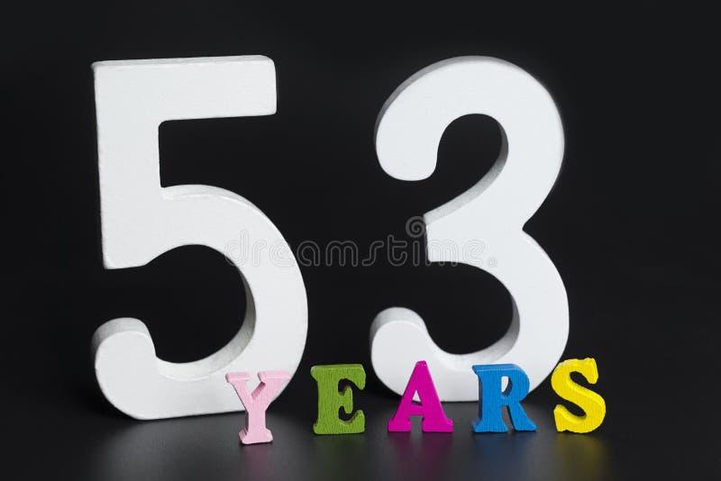 Letras y números cincuenta y tres años en un fondo negro foto de archivo
