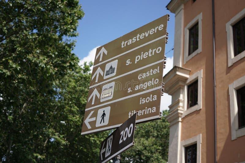 Letreiros italianos da rua fotos de stock