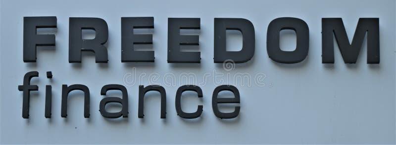 Letrero con las 'finanzas escritas de la libertad ' foto de archivo