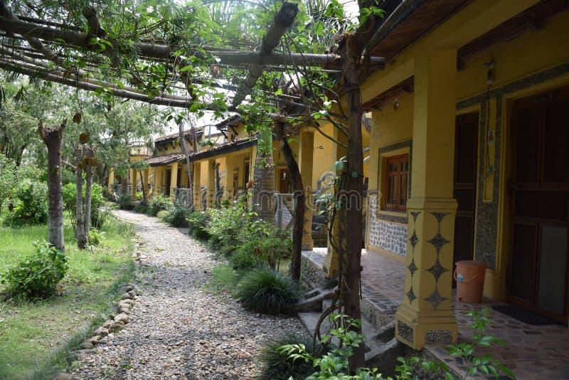 Lets détendent Une maison écologique photos libres de droits