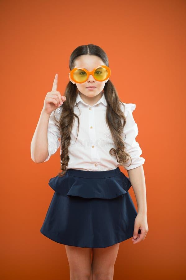 Lets fangen Schuljahr an Sauberes Haar des perfekten Schulm?dchens Bereiten Sie Kinderersten Schultag vor Nette Pferdeschw?nze de stockbilder