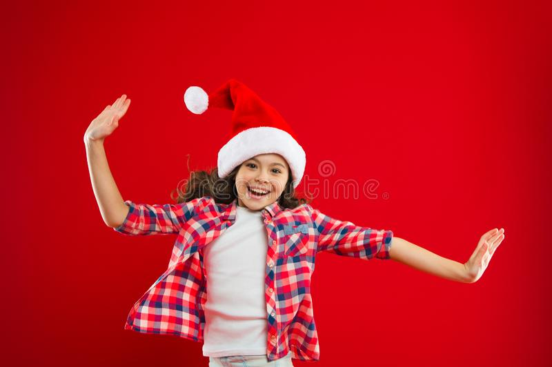 Lets faz este Feriados de inverno felizes Menina pequena Presente para o Xmas Infância Partido do ano novo Criança de Santa Claus fotografia de stock royalty free