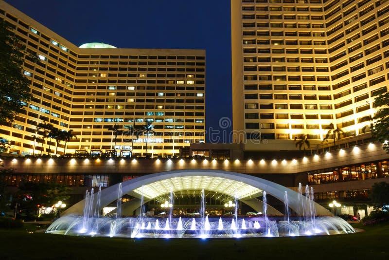 Lett ljus p? modernt kommersiellt byggande hotellkontor royaltyfria foton