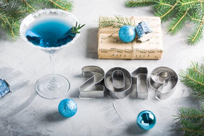 Lette 2019 del regalo della bevanda della composizione nella festa di Natale del buon anno fotografie stock