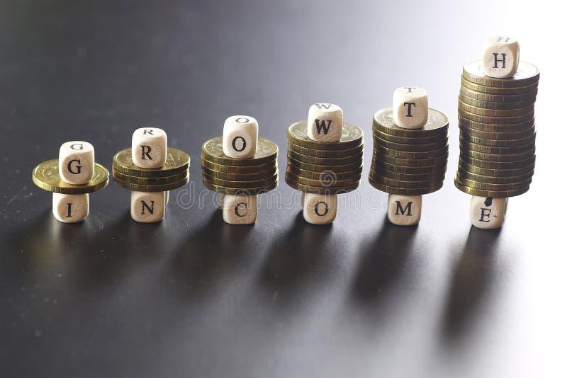 Lettera del testo di reddito di crescita fotografia stock