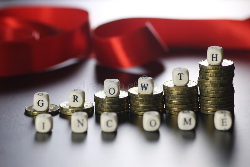 Lettera del testo di reddito di crescita fotografia stock libera da diritti