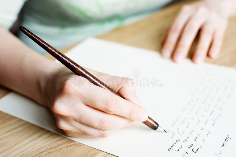 Lettera di scrittura ad un amico immagine stock libera da diritti