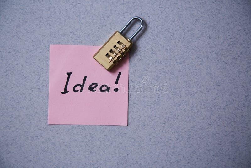 Letteratura, autore e scrittore, scrittura e giornalismo o concetto del giornalista: autoadesivo con l'idea e la serratura dell'i immagine stock libera da diritti