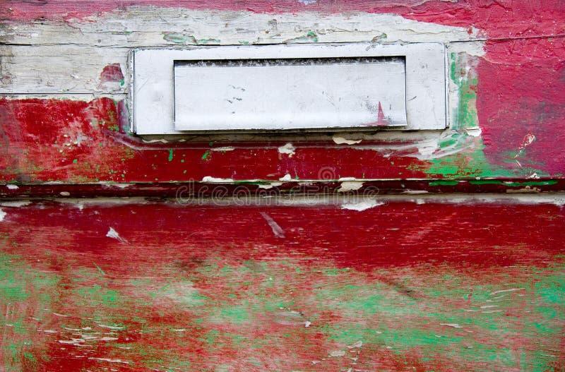 Letterbox auf einer roten Tür lizenzfreies stockbild