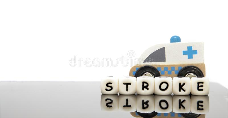 lettere di alfabeto che compitano il colpo di parola e un'ambulanza del giocattolo fotografia stock