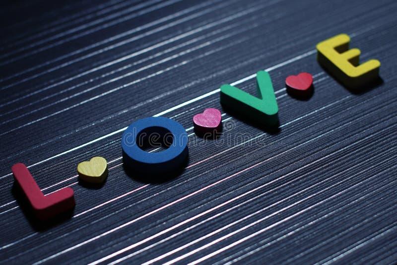 Lettere di amore con i cuori variopinti immagine stock