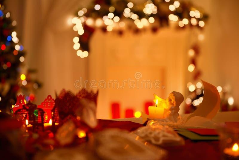 Lettere di Angel Decoration, della piuma e della carta, De Focused Lights fotografia stock