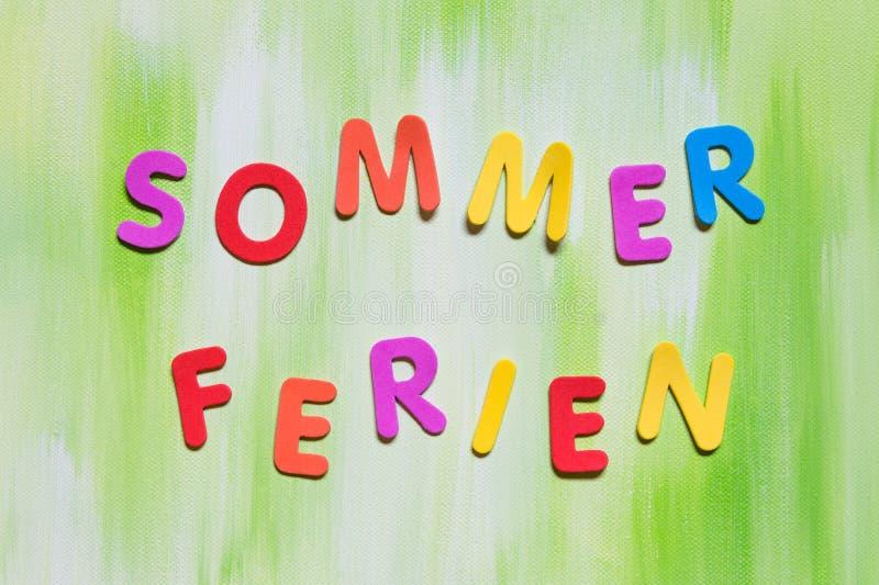 Lettere di Coloful, parola tedesca, vacanze estive di concetto immagini stock