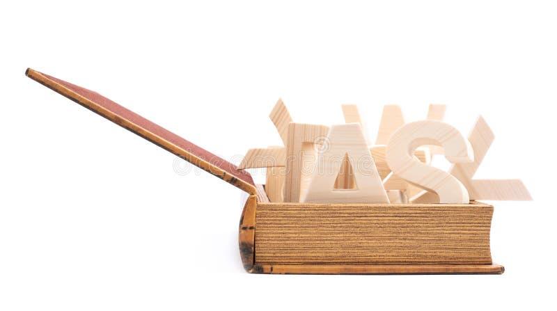 Lettere di legno multiple in un libro immagine stock libera da diritti