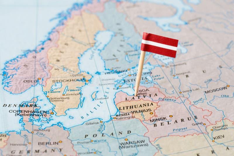 Lettland flaggastift på översikt royaltyfri foto