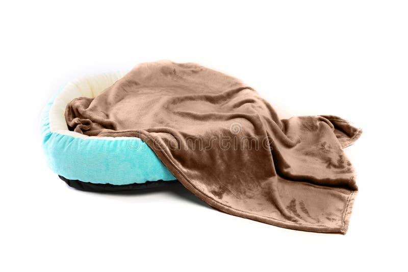Letto della coperta e dell'animale domestico del cane immagine stock libera da diritti