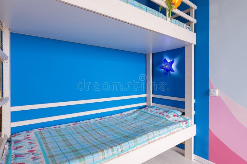 Letto di cuccetta per un letto di cuccetta dei bambini immagine stock