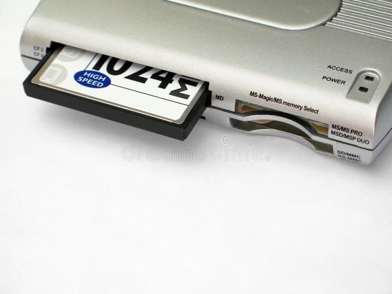Lettore della scheda di memoria con la scheda inserita immagini stock