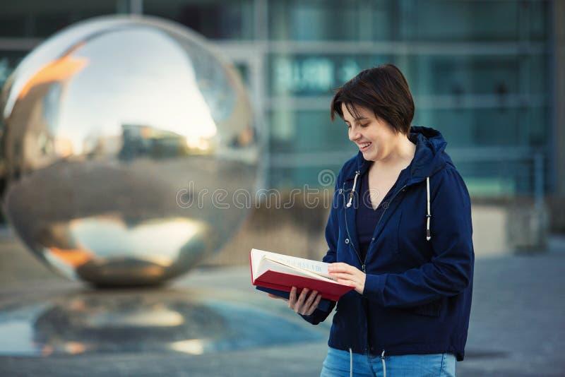 Lettore felice fotografie stock libere da diritti