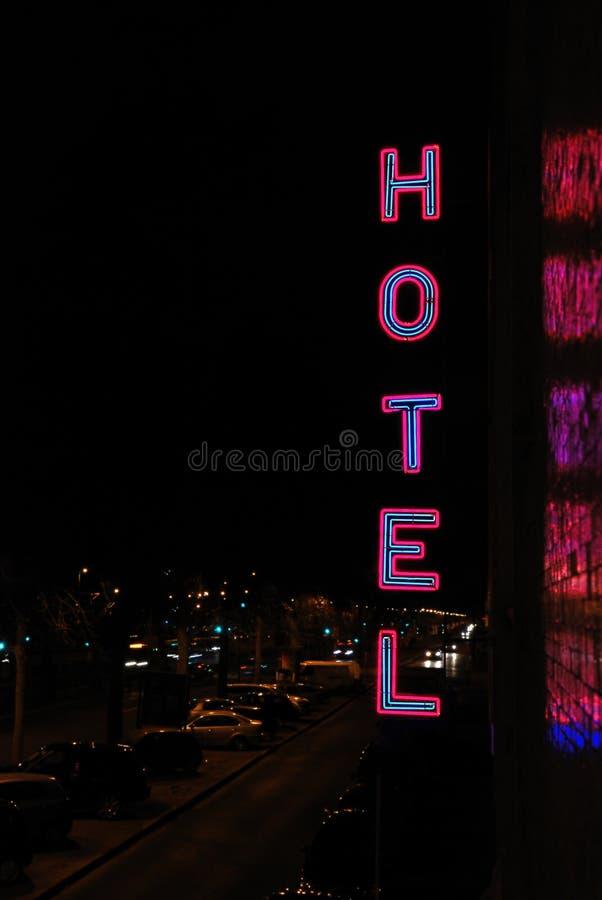 Lettrage au néon d'hôtel photos libres de droits