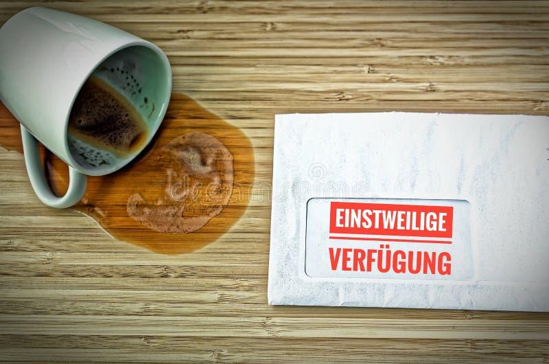 Lettre avec en le gung de ¼ d'Einstweilige Verfà d'allemand dans la disposition intérimaire anglaise images libres de droits