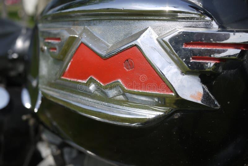 Lettre de M avec des ailes d'un motocycle incomparable photographie stock