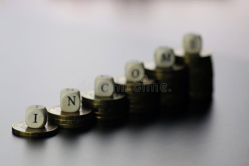 Lettre des textes de revenu photographie stock libre de droits