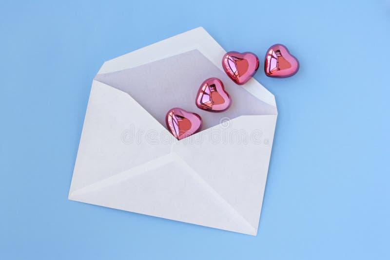 Lettre et coeurs d'amour images libres de droits