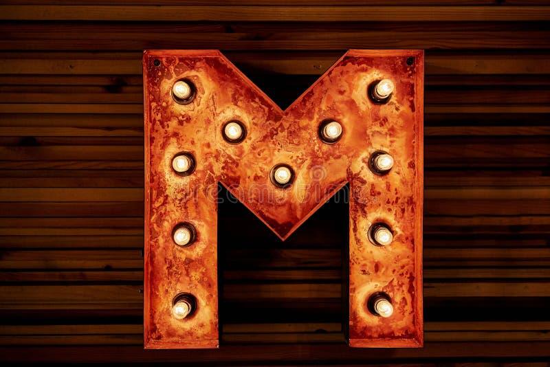 Lettre mécanique M d'alphabet en métal de Steampunk Compilation de photo images stock